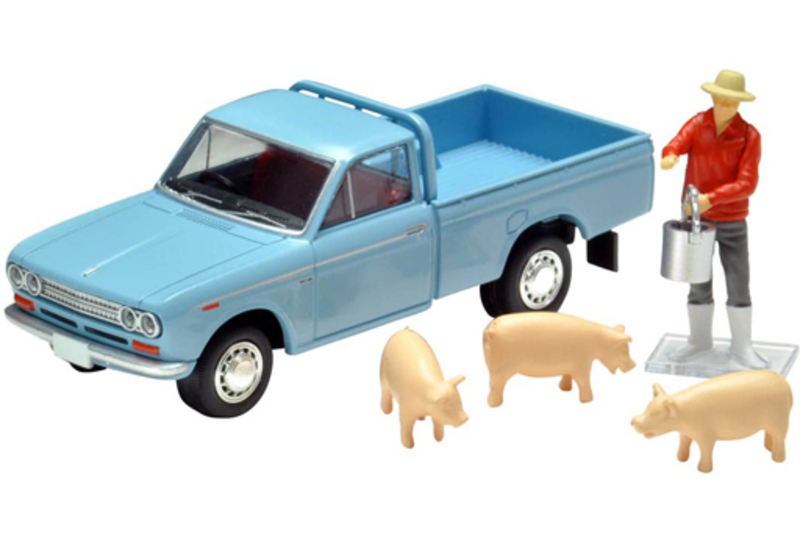 1/64 Tomica Limited Vintage LV-195b Datsun Truck 1500 Deluxe (Light Blue) w/Figure